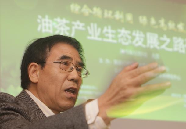 国家行政学院生态文明研究中心主任张孝德教授致欢迎辞